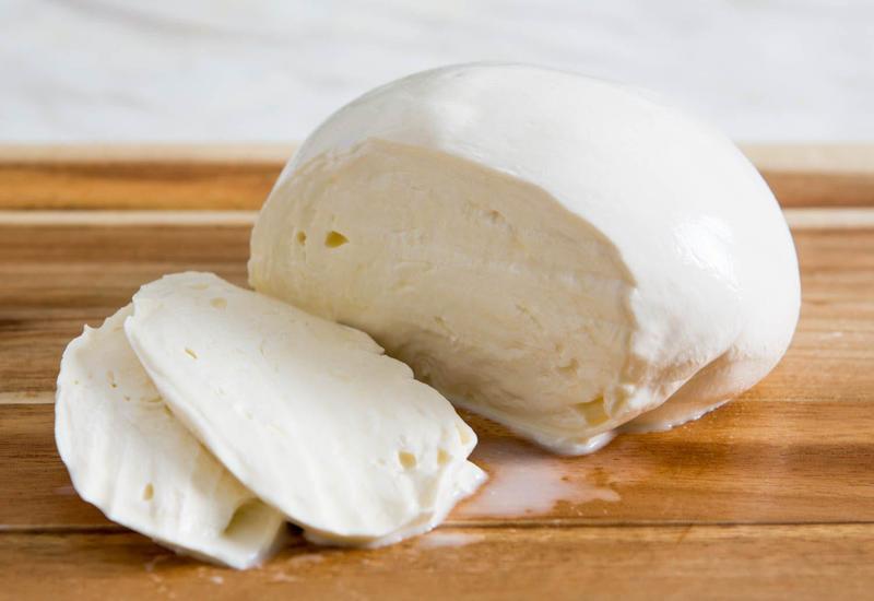Азербайджан будет производить знаменитый сорт итальянского сыра
