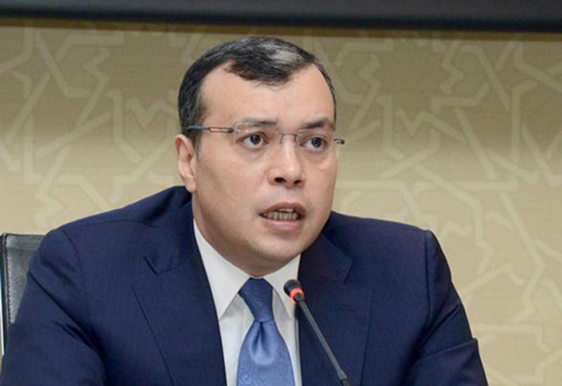 В Азербайджане ежегодно на рынок труда выходит более 100 тыс. представителей молодежи