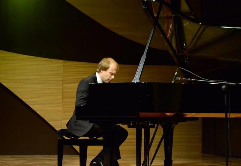 "В Центре мугама прошел концерт известного пианиста Даниила Саямова <span class=""color_red"">- ФОТО</span>"