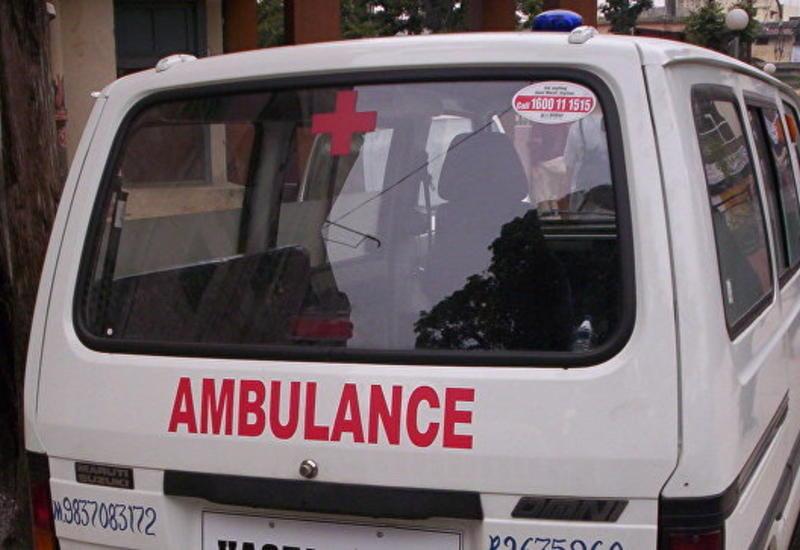 В Индии автобус с пассажирами упал с моста в реку