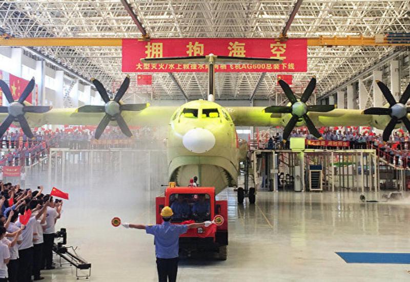 Крупнейший в мире китайский самолет-амфибия совершил первый взлет с воды