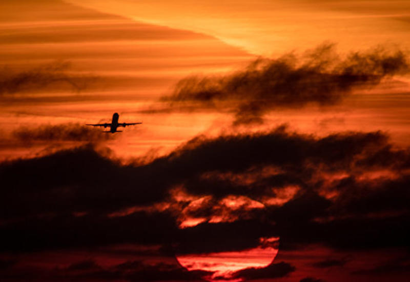 В Канаде из-за трещины на лобовом стекле экстренно сел самолет