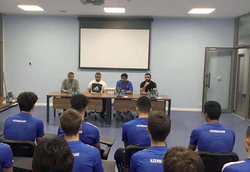 Гурбан Гурбанов встретился с игроками юношеской сборной Азербайджана