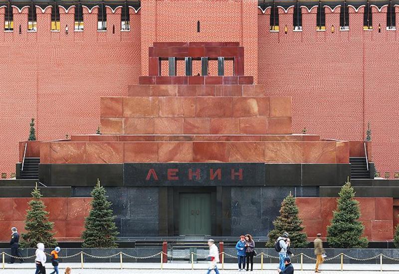 """В мавзолей Ленина вызвали скорую <span class=""""color_red"""">- ФОТО</span>"""