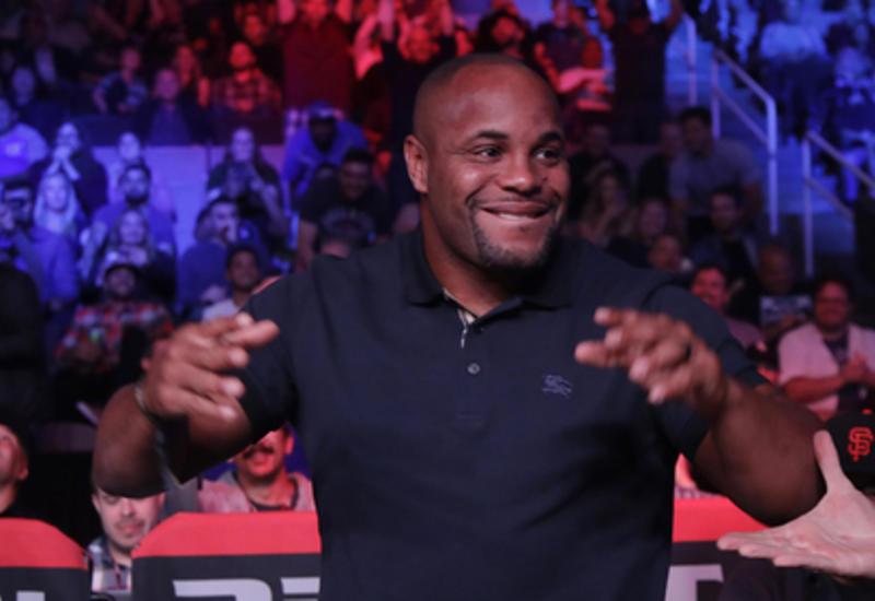 Чемпион UFC отсоветовал Нурмагомедову биться с Мэйуэзером