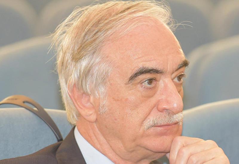 """Polad Bülbüloğlu Moskvada """"Azərbaycanın payız sovqatları""""ndan danışır"""