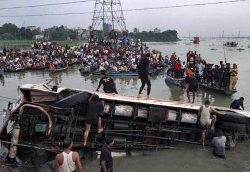Тяжелая авария в Пакистане, 19 погибших