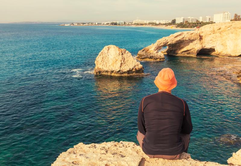 Автомобиль с российскими туристами сорвался со скалы на Кипре