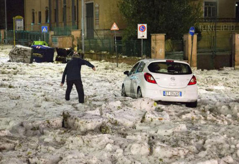 Улицы Рима заполонили льдины