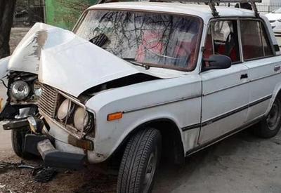 Ucarda avtomobilin dirəyə çırpıldı: 2 ölü