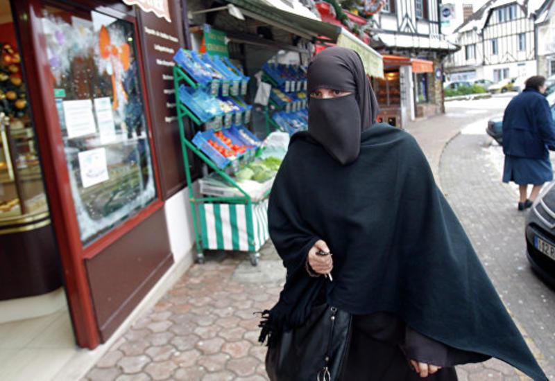 В ООН осудили введенный Парижем запрет на ношение никаба