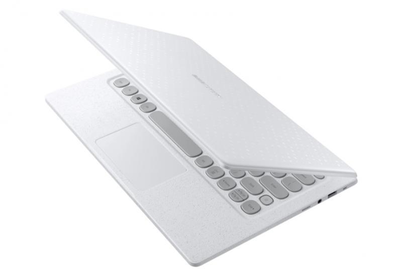 "Samsung представила ноутбук с ретро-клавиатурой в стиле печатной машинки <span class=""color_red"">- ВИДЕО</span>"