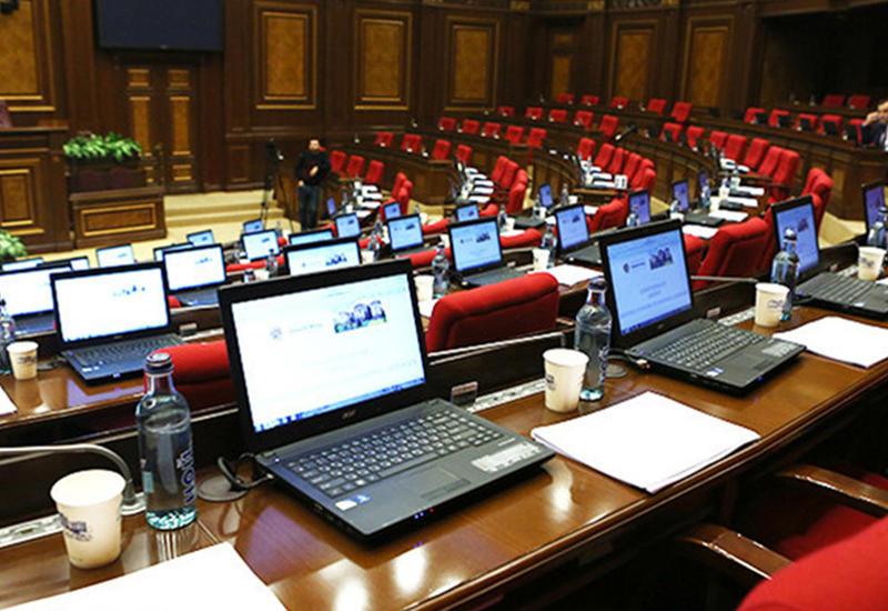 Пашинян протащил в парламент своих родственников