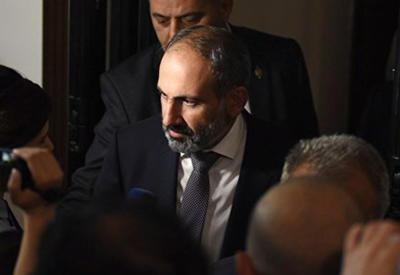 Не избранный премьером Пашинян помчался за поддержкой в оккупированный Карабах