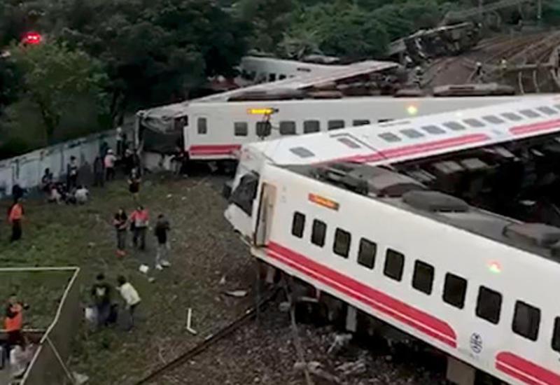 На Тайване восстановили движение поездов после ЧП