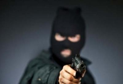В Баку неизвестный в маске совершил налет на магазин