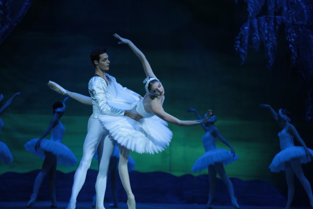 Волшебное «Озеро» на сцене Театра оперы и балета
