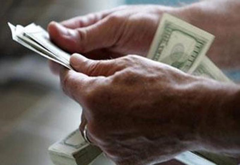 Доллар дешевеет на данных об ухудшении ситуации в розничной торговле США
