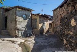 Все, что осталось от старого Иревана - здесь живут люди? - ФОТО