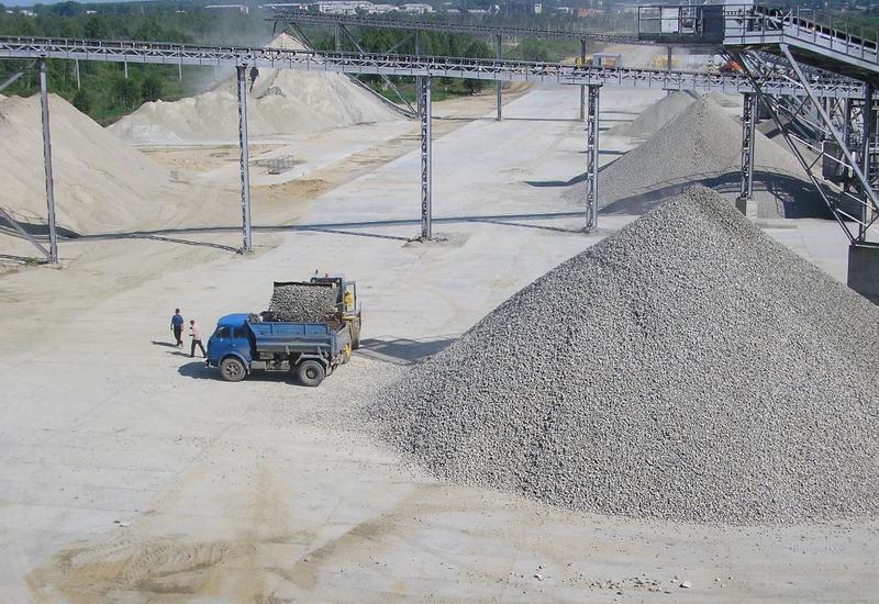 В Азербайджане в связи с незаконной эксплуатацией каменных карьеров арестованы 7 человек