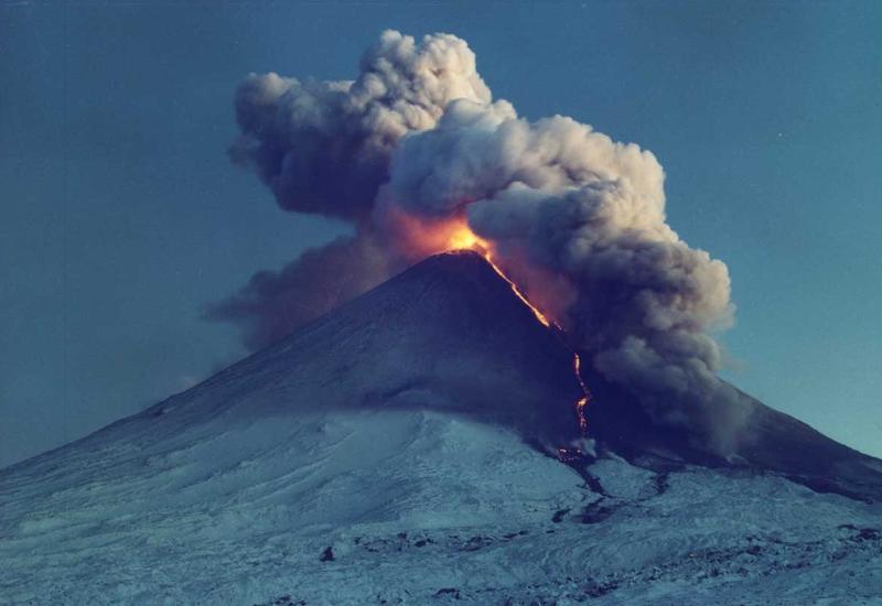 Вулкан Фуэго в Гватемале выбросил огромный столб пепла