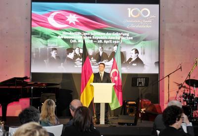 """При организации Фонда Гейдара Алиева в Берлине прошло мероприятие, посвященное 100-летию АДР <span class=""""color_red"""">- ФОТО</span>"""