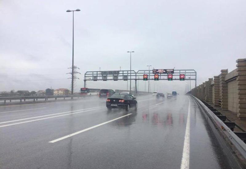 На бакинских дорогах снижена допустимая скорость