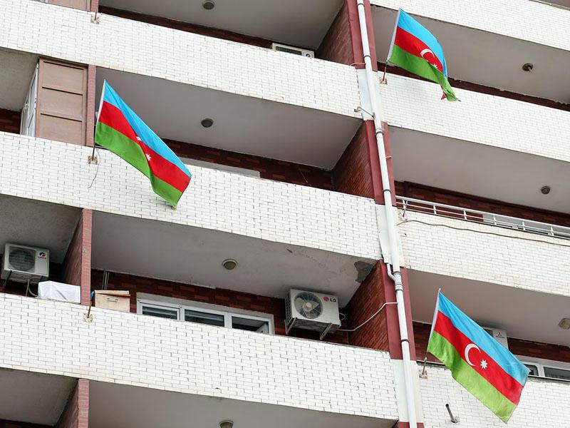 Баку окрасился в цвета национального флага Азербайджана