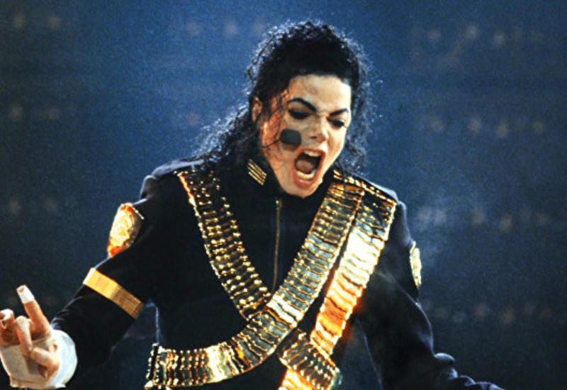 Куртку Майкла Джексона продали на аукционе в США
