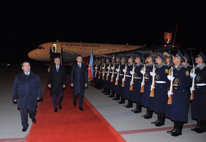 Премьер Словакии прибыл с официальным визитом в Азербайджан