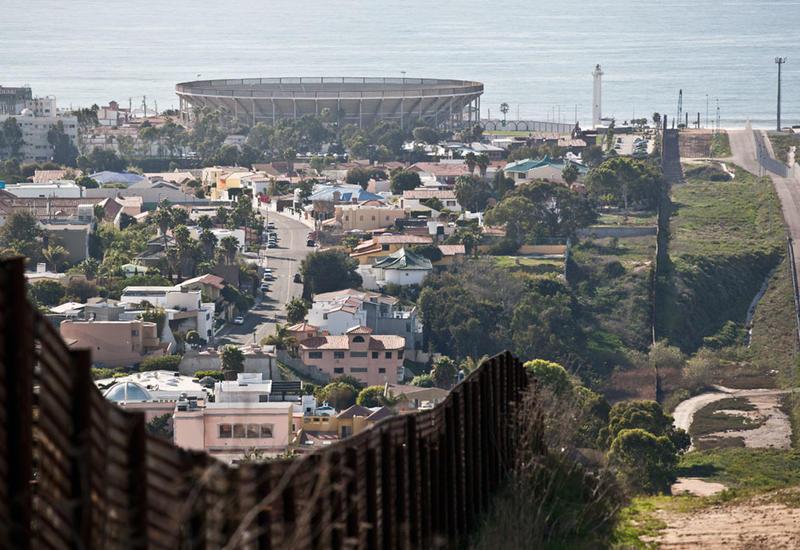 Глава Пентагона посетит границу с Мексикой