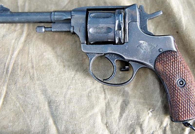 В США производитель бокалов подарит сотрудникам револьверы на Рождество