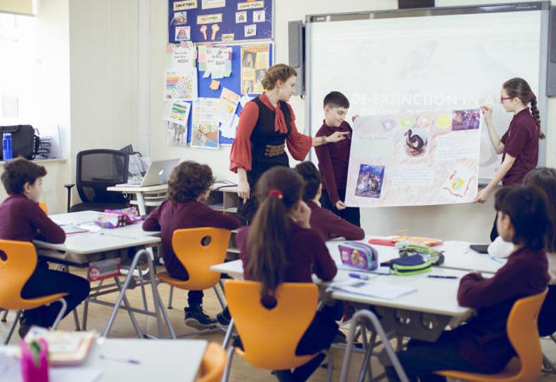 Иностранные школы в Азербайджане приравняли к местным