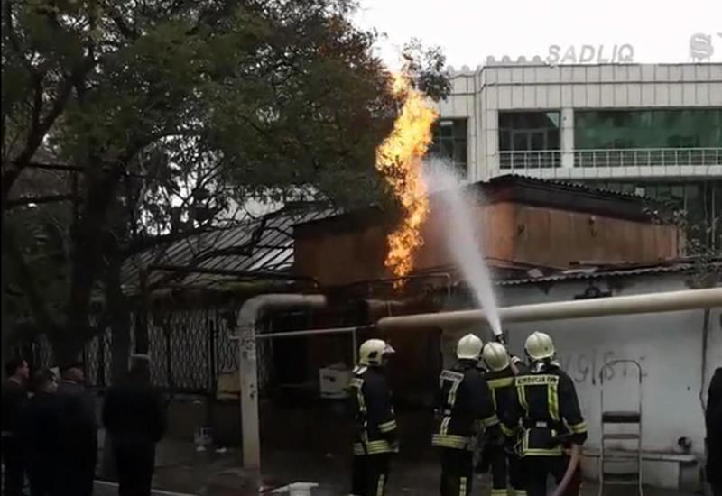 """В Баку произошел сильный пожар из-за утечки газа <span class=""""color_red"""">- ВИДЕО</span>"""