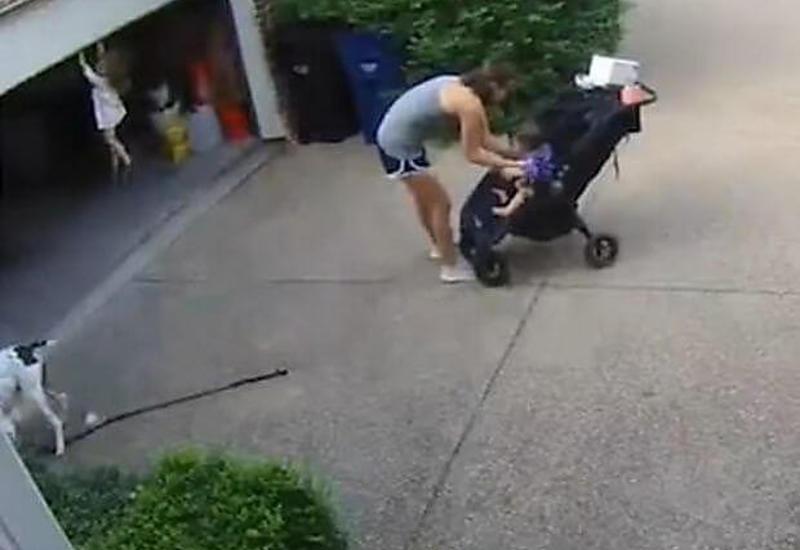 """Женщина успела спасти свою дочь, поднятую воротами гаража <span class=""""color_red"""">- ВИДЕО</span>"""