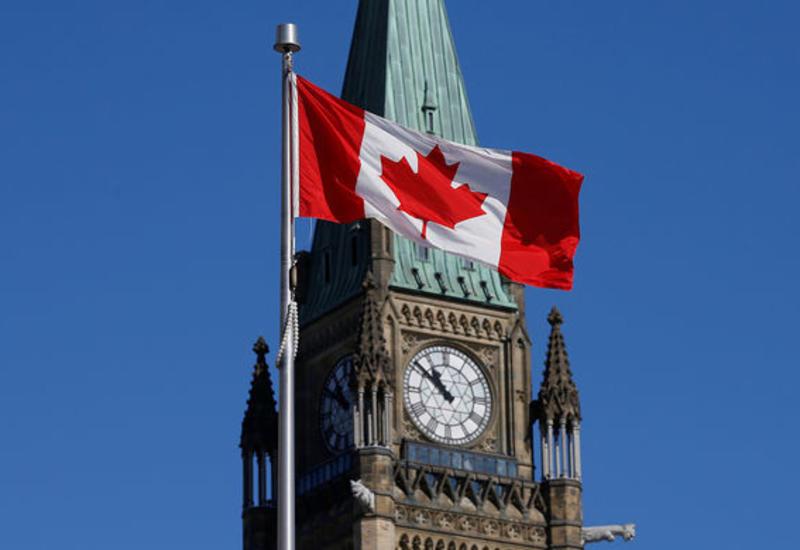 В Канаде самолет приземлился без переднего шасси