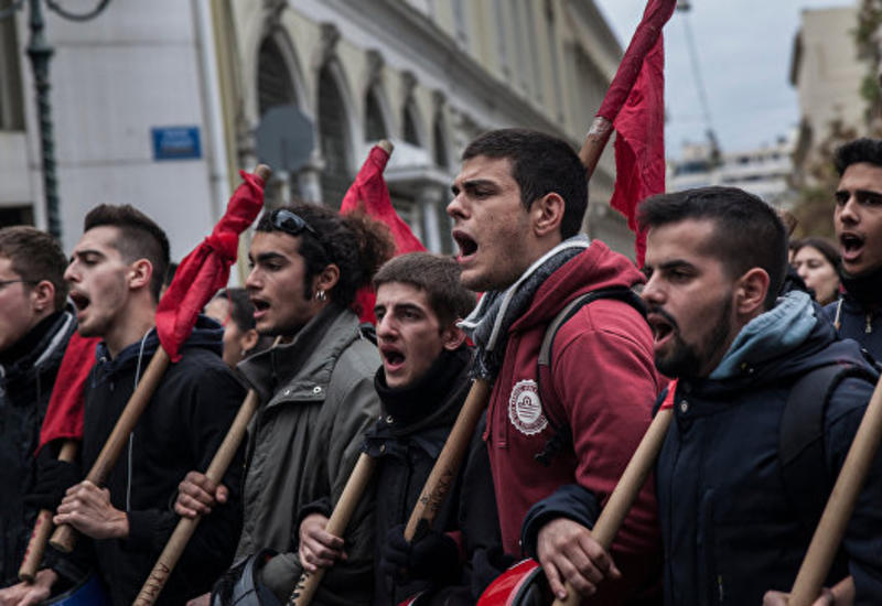 """В Афинах начались беспорядки, десятки задержанных <span class=""""color_red"""">- ОБНОВЛЕНО</span>"""