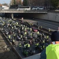 "Акции протеста во Франции: число пострадавших выросло до 409 человек <span class=""color_red"">- ОБНОВЛЕНО - ФОТО - ВИДЕО</span>"