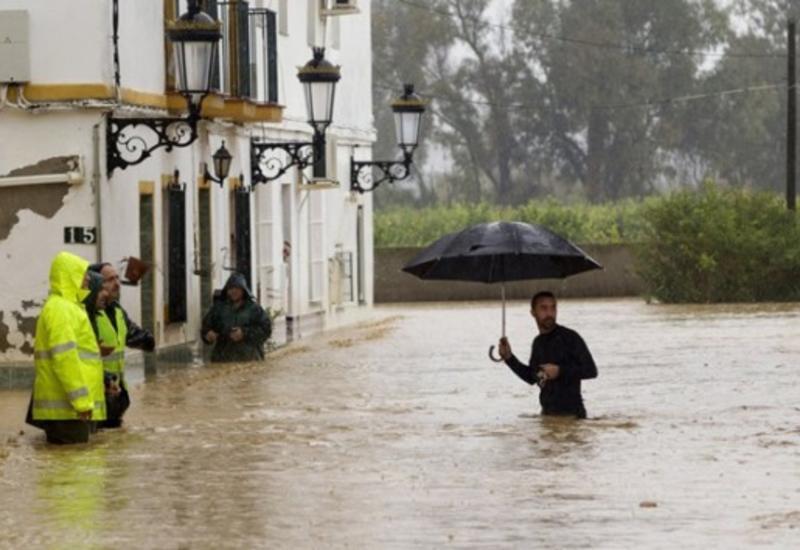 В Испании сильные дожди привели к наводнениям