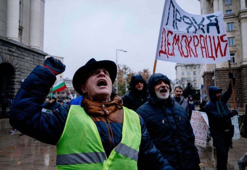 """Волна митингов в Болгарии, люди перекрывают дороги <span class=""""color_red"""">- ФОТО</span>"""