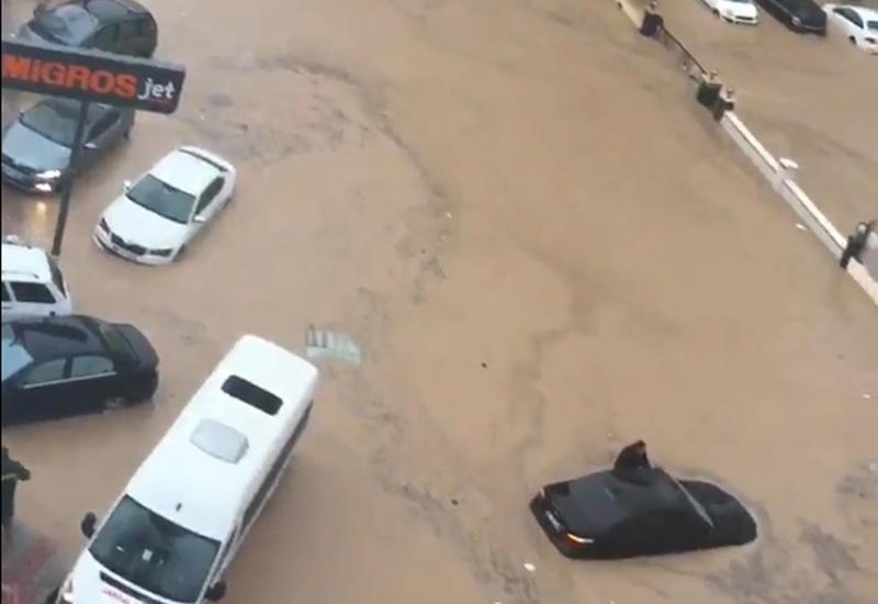 В Испании спасли 70 детей, застрявших в автобусе из-за сильных дождей