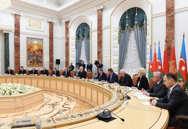 Лукашенко: Дружба народов Беларуси и Азербайджана позволяет в конструктивной атмосфере обсуждать даже самые сложные вопросы