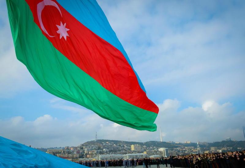 Нельзя пиариться на национальном возрождении Азербайджана