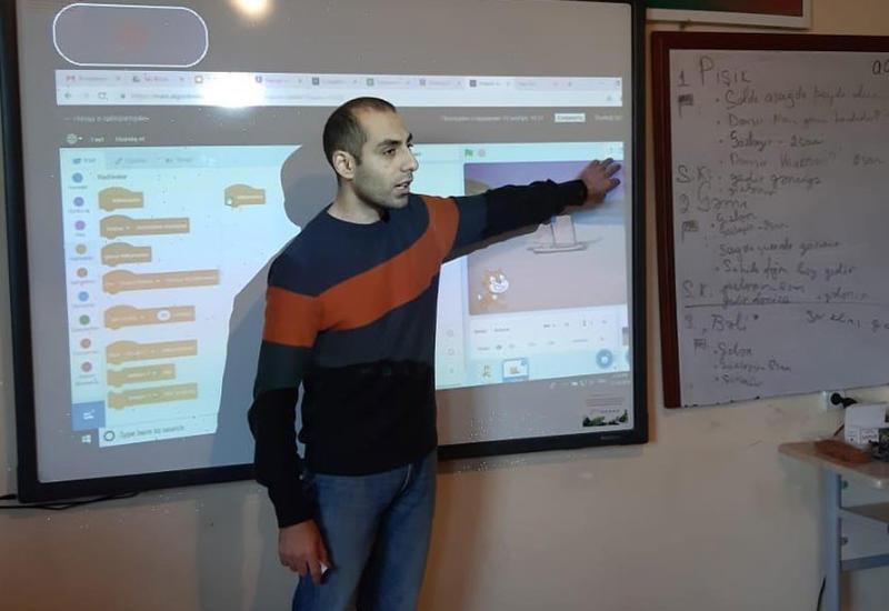 """В Гяндже в рамках проекта «Цифровые навыки» прошел тренинг по повышению квалификации учителей <span class=""""color_red"""">- ФОТО</span>"""