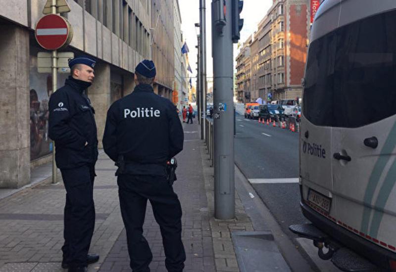 В Брюсселе неизвестный напал с ножом на полицейского