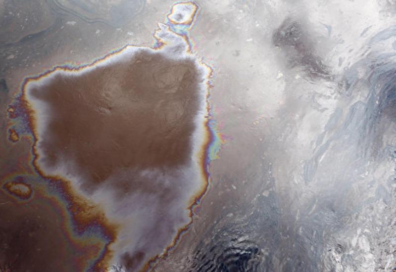 У берегов Канады произошла утечка 250 тысяч литров нефти