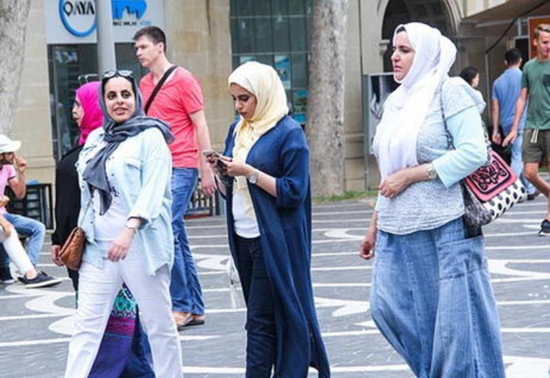 В Азербайджан прибывает все больше туристов из стран Ближнего Востока