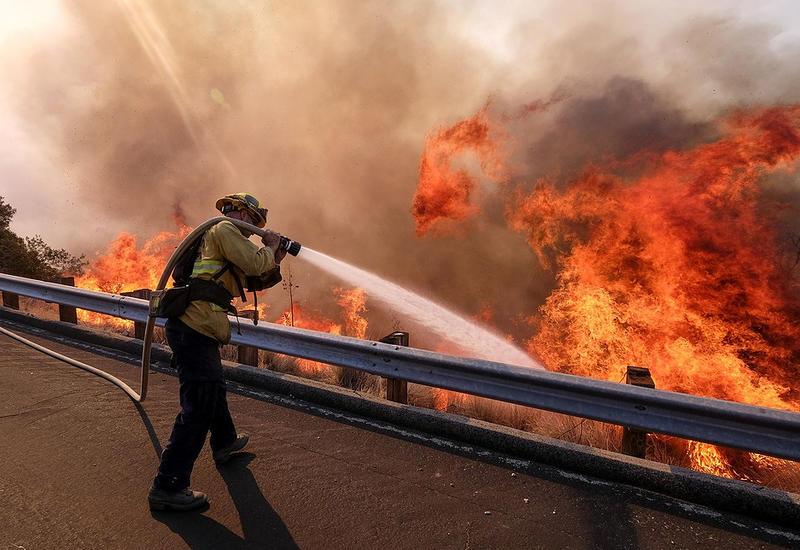 Число жертв пожаров в Калифорнии растет