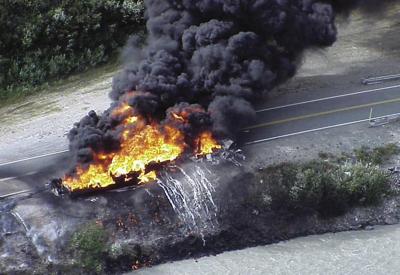 Во Вьетнаме загорелась автоцистерна: есть погибшие, сгорели 15 домов