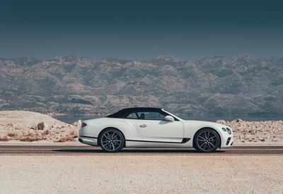 """Новый Bentley Continental GT с твидовой крышей <span class=""""color_red"""">- ФОТО</span>"""